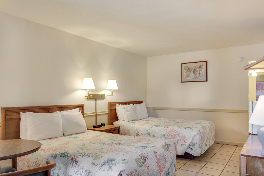 The Anchorage Inn: Two Double Beds