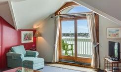 The-Anchorage-Inn-601-Living-V3